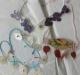 diverse kettingen met bloemen en kant
