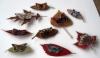 vlinder broches op blad
